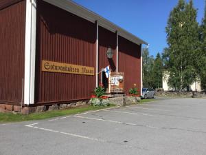 Sotavanhuksen museo Alavudella sijaitsee aivan Alavuden kirkon vieressä.
